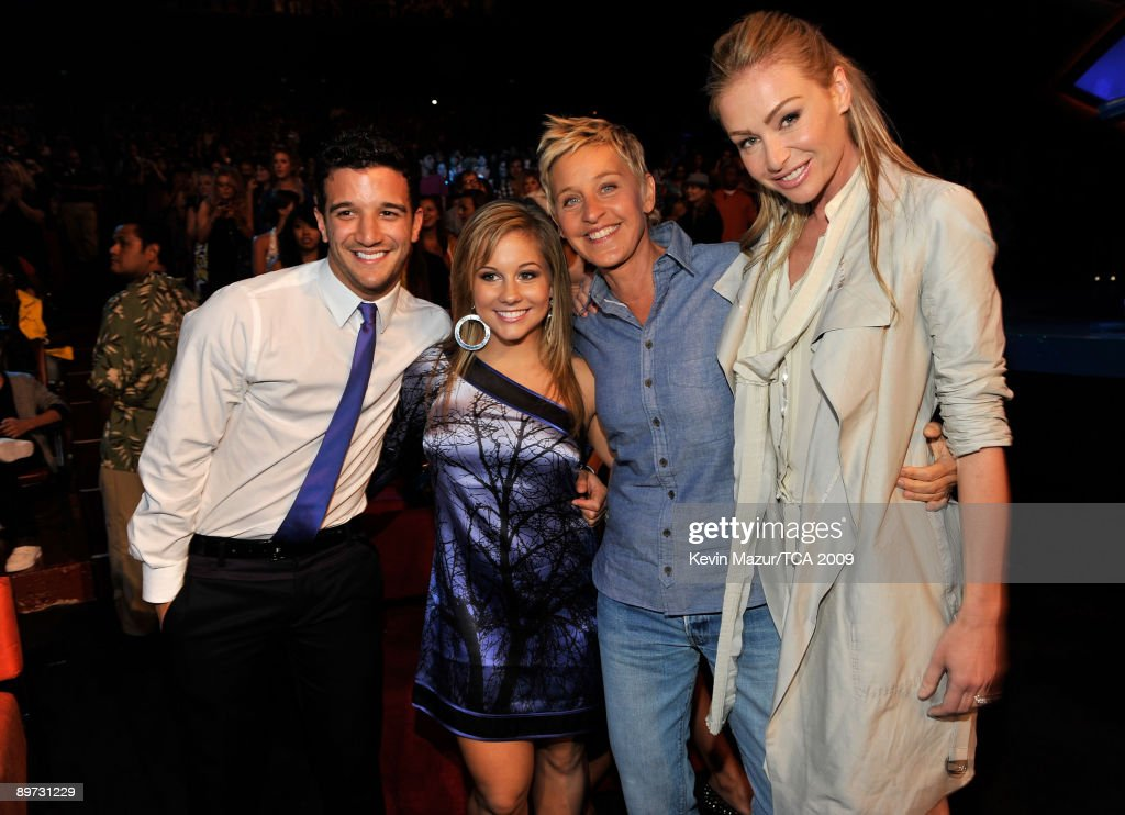 Mark Ballas, olympic gold medalist Shawn Johnson, TV host <a gi-track='captionPersonalityLinkClicked' href=/galleries/search?phrase=Ellen+DeGeneres&family=editorial&specificpeople=171367 ng-click='$event.stopPropagation()'>Ellen DeGeneres</a>, and actress Portia di Rossi pose during the Teen Choice Awards 2009 held at the Gibson Amphitheatre on August 9, 2009 in Universal City, California.