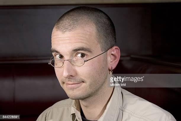 Mark Benecke Kriminaltechniker Öffentlich bestellter und vereidigter Sachverständiger für kriminaltechnische Sicherung Untersuchung und Auswertung...