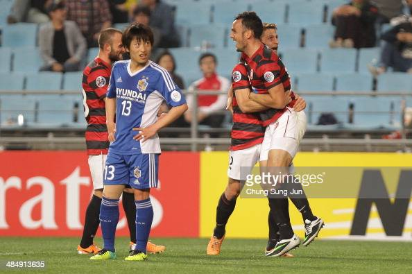 Mark Bridge of Western Sydney celebrates with team mates after scoring a goal during the AFC Champions League Group H match between Ulsan Hyundai v...