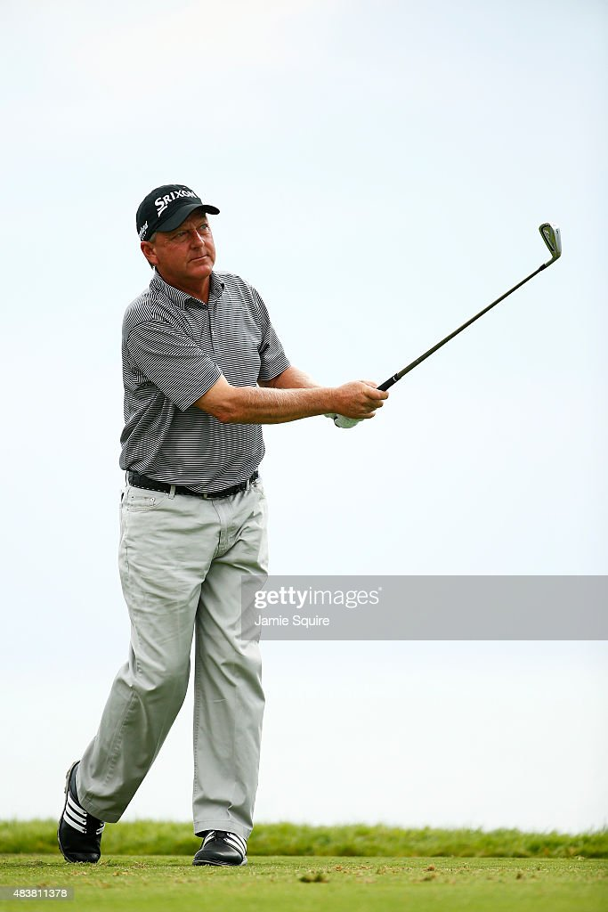 Brooks (KY) United States  city pictures gallery : Mark Brooks of the United States watches his tee shot on the third ...