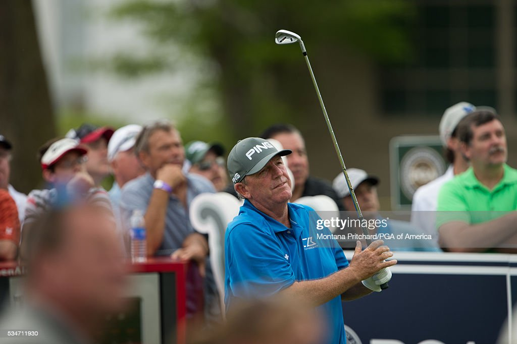 <a gi-track='captionPersonalityLinkClicked' href=/galleries/search?phrase=Mark+Calcavecchia&family=editorial&specificpeople=208772 ng-click='$event.stopPropagation()'>Mark Calcavecchia</a> hits his shot on the 17th hole during the second round for the 77th Senior PGA Championship presented by KitchenAid held at Harbor Shores Golf Club on May 27, 2016 in Benton Harbor, Michigan.