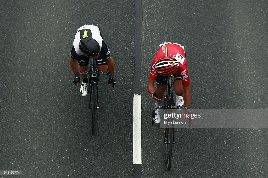 <a gi-track='captionPersonalityLinkClicked' href=/galleries/search?phrase=Mark+Cavendish&family=editorial&specificpeople=684957 ng-click='$event.stopPropagation()'>Mark Cavendish</a> of Great Britain and Team Dimension Data chats to James Shaw of Lotto Soudal U23 during the Elite Men's 2016 National Road Championships on June 26, 2016 in Stockton-on-Tees, England.