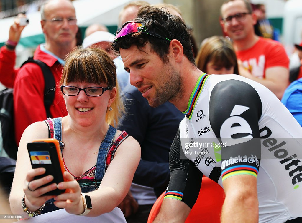 <a gi-track='captionPersonalityLinkClicked' href=/galleries/search?phrase=Mark+Cavendish&family=editorial&specificpeople=684957 ng-click='$event.stopPropagation()'>Mark Cavendish</a> of Great Britain and Team Dimension Data poses for a photo at the start of the Elite Men's 2016 National Road Championships on June 26, 2016 in Stockton-on-Tees, England.