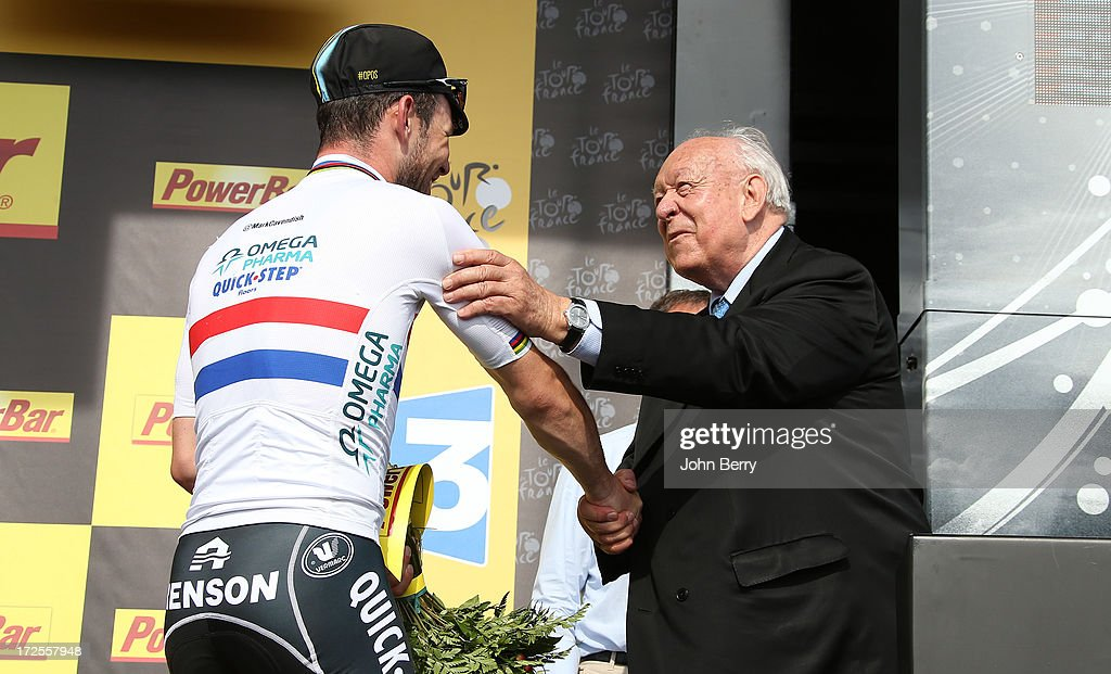 <a gi-track='captionPersonalityLinkClicked' href=/galleries/search?phrase=Mark+Cavendish&family=editorial&specificpeople=684957 ng-click='$event.stopPropagation()'>Mark Cavendish</a> of Great Britain and Team Omega Pharma Quick-Step is congratulated by Mayor of Marseille <a gi-track='captionPersonalityLinkClicked' href=/galleries/search?phrase=Jean-Claude+Gaudin&family=editorial&specificpeople=642983 ng-click='$event.stopPropagation()'>Jean-Claude Gaudin</a> after his victory on sprint Stage Five of the Tour de France 2013, the 100th Tour de France, a 228km road stage from Cagnes-sur-Mer to Marseille on July 3, 2013 in Marseille, France.