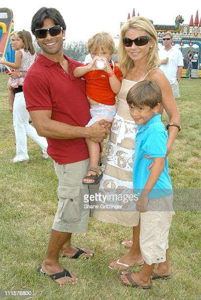 Mark Consuelos Joaquin Antonio Consuelos Kelly Ripa and Michael Joseph Consuelos
