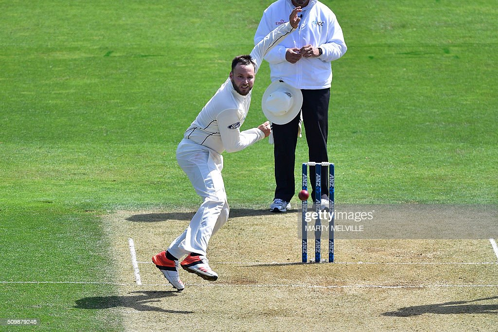 Mark Craig of New Zealand bowls during day two of the first cricket Test match between New Zealand and Australia at the Basin Reserve in Wellington on February 13, 2016. AFP PHOTO / MARTY MELVILLE / AFP / Marty Melville