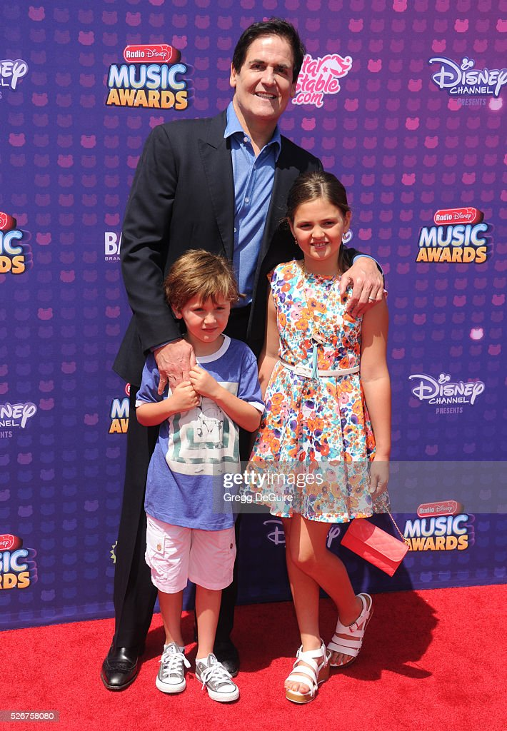 <a gi-track='captionPersonalityLinkClicked' href=/galleries/search?phrase=Mark+Cuban&family=editorial&specificpeople=203295 ng-click='$event.stopPropagation()'>Mark Cuban</a>, kids Jake Cuban and Alyssa Cuban arrive at the 2016 Radio Disney Music Awards at Microsoft Theater on April 30, 2016 in Los Angeles, California.