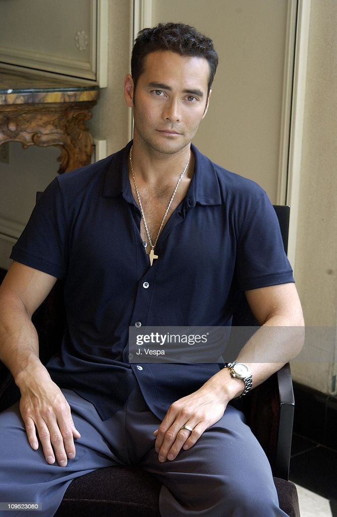 <a gi-track='captionPersonalityLinkClicked' href=/galleries/search?phrase=Mark+Dacascos&family=editorial&specificpeople=3208274 ng-click='$event.stopPropagation()'>Mark Dacascos</a> during Toronto 2001 - The Brotherhood of the Wolf Portraits at Hotel Inter-Continental in Toronto, Canada.