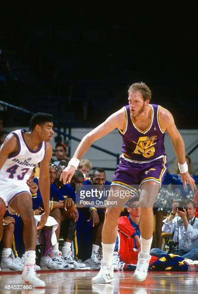 Mark Eaton of the Utah Jazz guards Pervis Ellison of the Washington Bullets during an NBA basketball game circa 1990 at the Capital Centre in...
