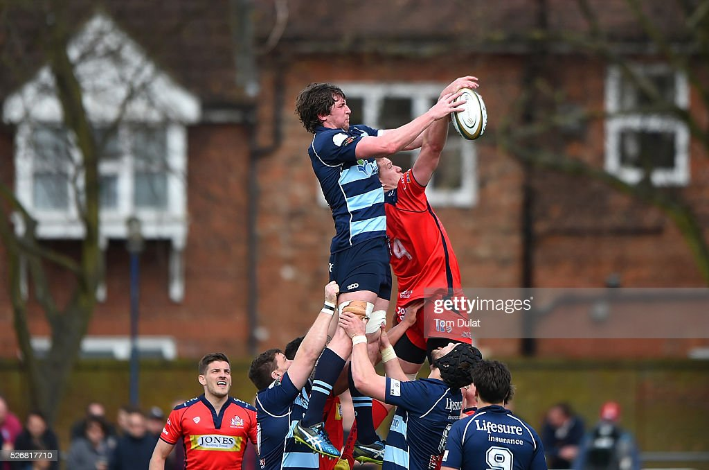 Mark Flanagan of Bedford Blues and <a gi-track='captionPersonalityLinkClicked' href=/galleries/search?phrase=Ian+Evans+-+Rugby+Player&family=editorial&specificpeople=10880139 ng-click='$event.stopPropagation()'>Ian Evans</a> of Bristol Rugby battle for the ball during the Greene King IPA Championship Play Off Semi Final first leg match between Bedford Blues and Bristol Rugby at Goldington Road on May 1, 2016 in Bedford, England. (Photo by Tom Dulat/Getty Images).