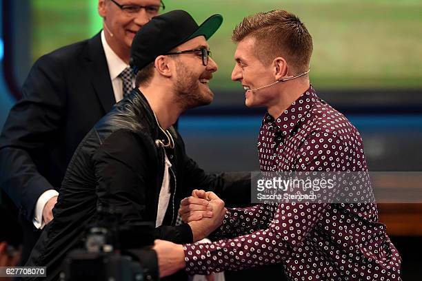 Mark Forster and Toni Kroos shake hands during the television show 2016 Menschen Bilder Emotionen RTL Jahresrueckblick on December 4 2016 in Cologne...