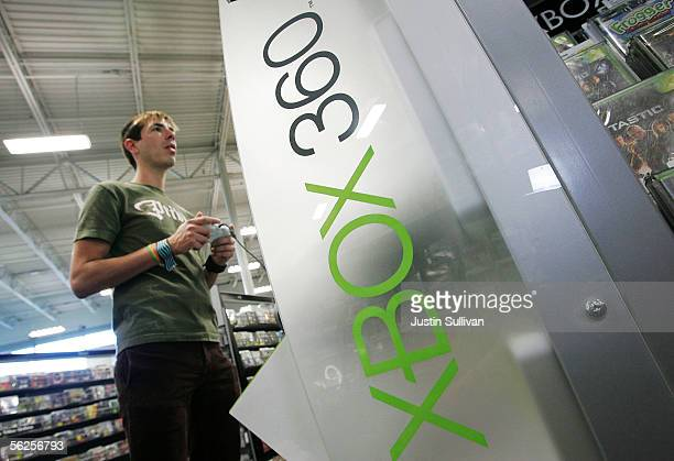 Mark Grapes plays a demo version of the new Xbox 360 at a Best Buy store November 22 2005 in San Francisco California Many stores across the country...