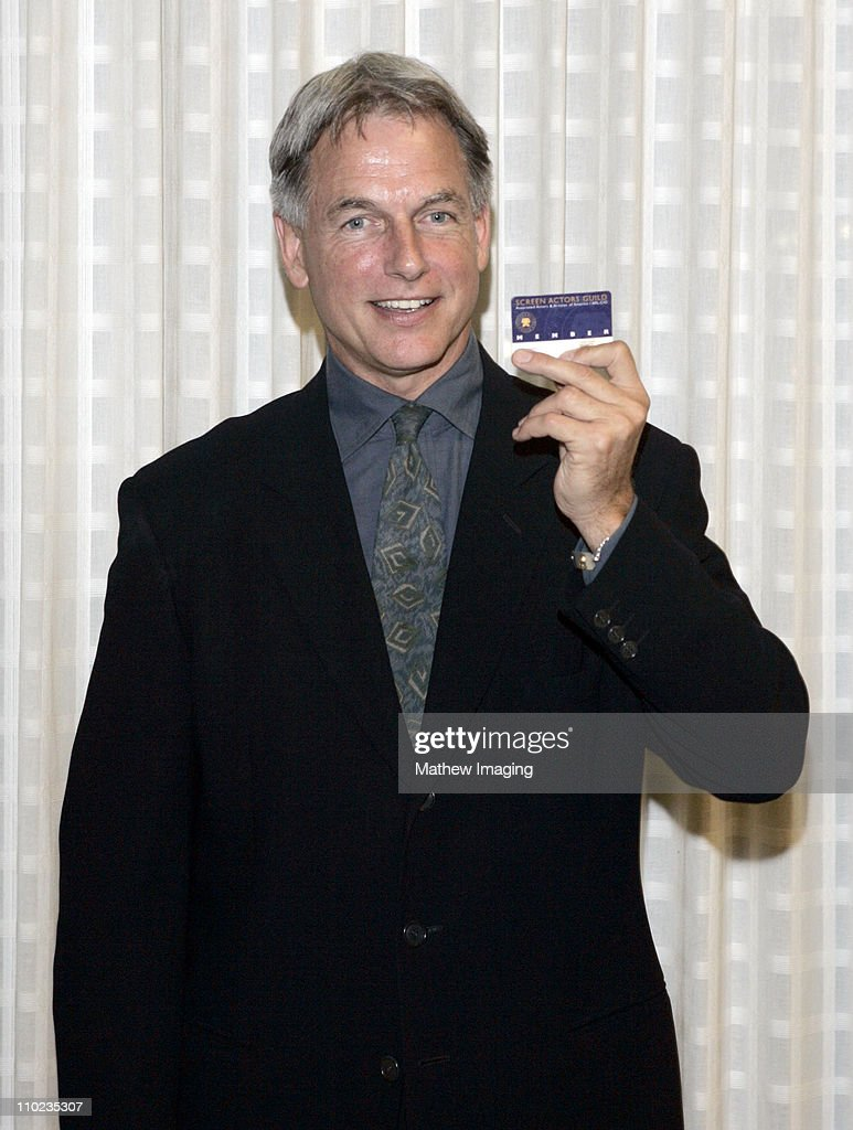 <a gi-track='captionPersonalityLinkClicked' href=/galleries/search?phrase=Mark+Harmon&family=editorial&specificpeople=208897 ng-click='$event.stopPropagation()'>Mark Harmon</a> proudly shows his SAG Card. *exclusive*