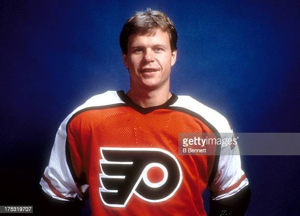 Mark Howe of the Philadelphia Flyers poses for a portrait circa 1987 at the Spectrum in Philadelphia Pennsylvania