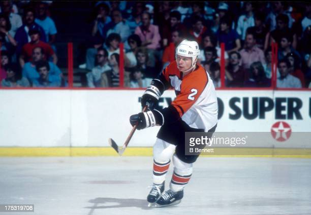 Mark Howe of the Philadelphia Flyers skates on the ice during an NHL Playoff game in May 1985 at the Spectrum in Philadelphia Pennsylvania