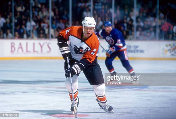 Mark Howe of the Philadelphia Flyers skates on the ice during an NHL game against the New York Islanders on October 27 1988 at the Spectrum in...