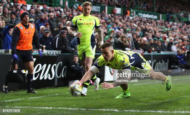 Mark Jennings of Sale Sharks scores a try during the Aviva Premiership match between Leicester Tigers and Sale Sharks at Welford Road on November 19...