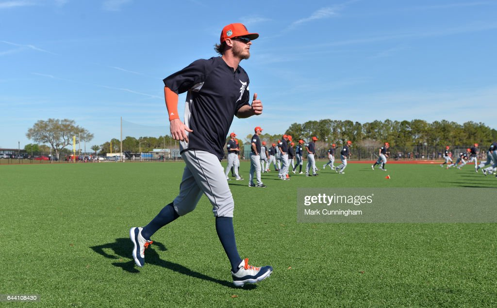 Mark Lowe #21 of the Detroit Tigers runs to warm-up during Spring Training workouts at the TigerTown facility on February 20, 2017 in Lakeland, Florida.