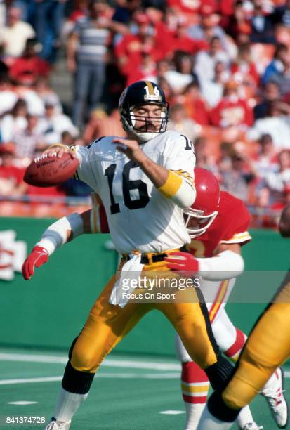 Mark Malone of the Pittsburgh Steelers looks to pass against the Kansas City Chiefs during an NFL football game November 10 1985 at Arrowhead Stadium...