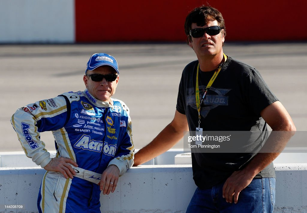 <a gi-track='captionPersonalityLinkClicked' href=/galleries/search?phrase=Mark+Martin&family=editorial&specificpeople=204455 ng-click='$event.stopPropagation()'>Mark Martin</a>, driver of the #55 Aaron's Dream Machine Toyota, talks to team owner Michael Martin during qualifying for the NASCAR Sprint Cup Series Bojangles' Southern 500 at Darlington Raceway on May 11, 2012 in Darlington, South Carolina.