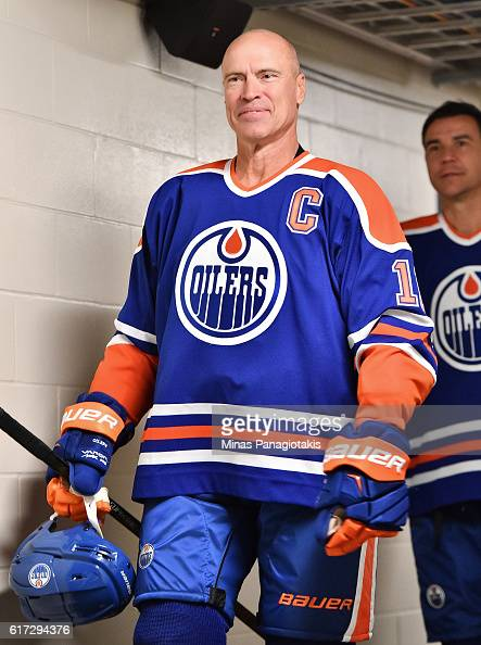 Mark Messier of the Edmonton Oilers alumni takes to the ice in advance of the 2016 Tim Hortons NHL Heritage Classic alumni game at Investors Group...