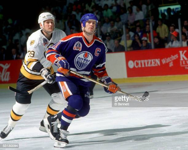 Mark Messier of the Edmonton Oilers skates on the ice against the Boston Bruins during the 1990 Stanley Cup Finals in May 1990 at the Boston Garden...