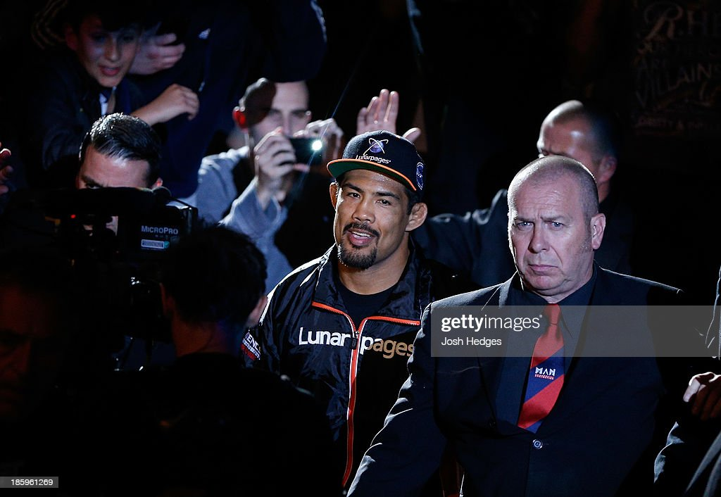 <a gi-track='captionPersonalityLinkClicked' href=/galleries/search?phrase=Mark+Munoz&family=editorial&specificpeople=3029154 ng-click='$event.stopPropagation()'>Mark Munoz</a> enters the arena before his middleweight bout against Lyoto Machida during the UFC Fight Night event at Phones 4 U Arena on October 26, 2013 in Manchester, England.
