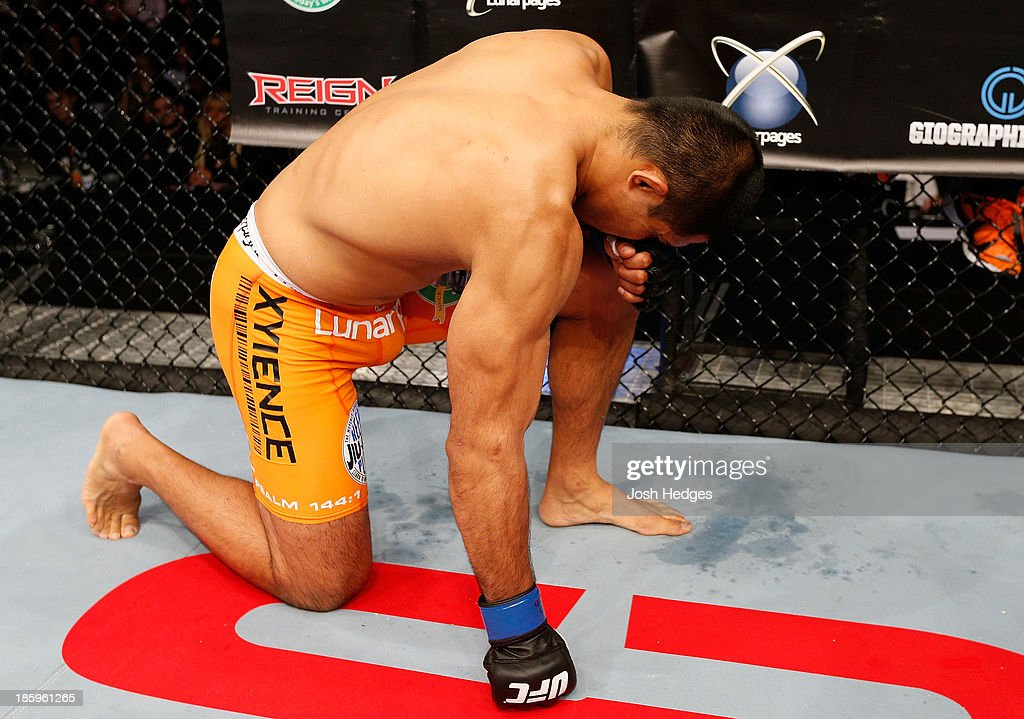 <a gi-track='captionPersonalityLinkClicked' href=/galleries/search?phrase=Mark+Munoz&family=editorial&specificpeople=3029154 ng-click='$event.stopPropagation()'>Mark Munoz</a> is introduced in the Octagon before his middleweight bout against Lyoto Machida during the UFC Fight Night event at Phones 4 U Arena on October 26, 2013 in Manchester, England.