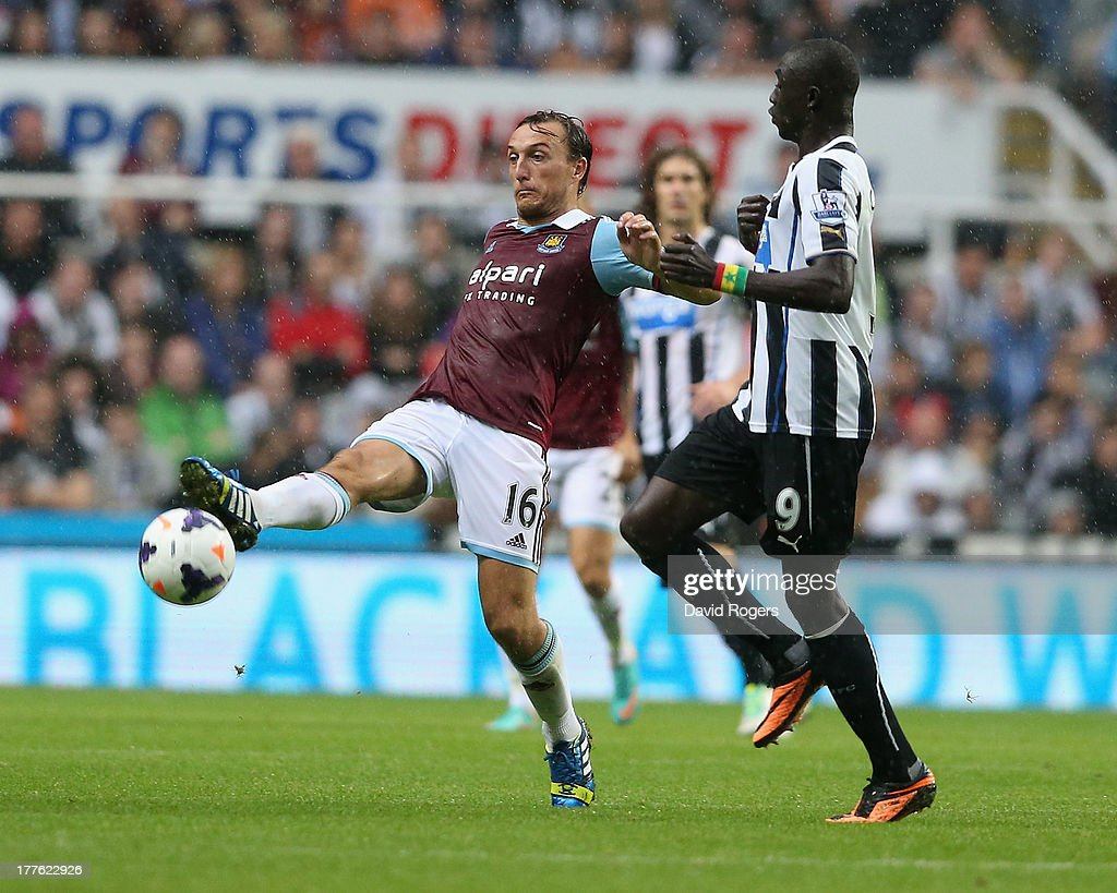 Mark Noble of West Ham controls the ball during the Barclays Premier League match between Newcastle United and West Ham United at St James' Park on August 24, 2013 in Newcastle upon Tyne, England.