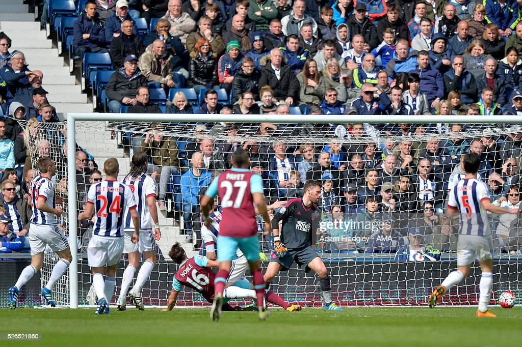 Mark Noble of West Ham United scores a goal to make the score 0-2 during the Barclays Premier League match between West Bromwich Albion and West Ham United at The Hawthorns on April 30, 2016 in West Bromwich, United Kingdom.