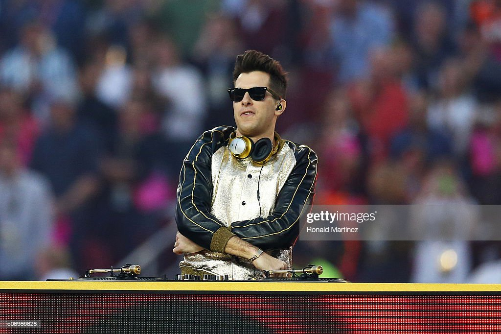 <a gi-track='captionPersonalityLinkClicked' href=/galleries/search?phrase=Mark+Ronson&family=editorial&specificpeople=853261 ng-click='$event.stopPropagation()'>Mark Ronson</a> performs during the Pepsi Super Bowl 50 Halftime Show at Levi's Stadium on February 7, 2016 in Santa Clara, California.