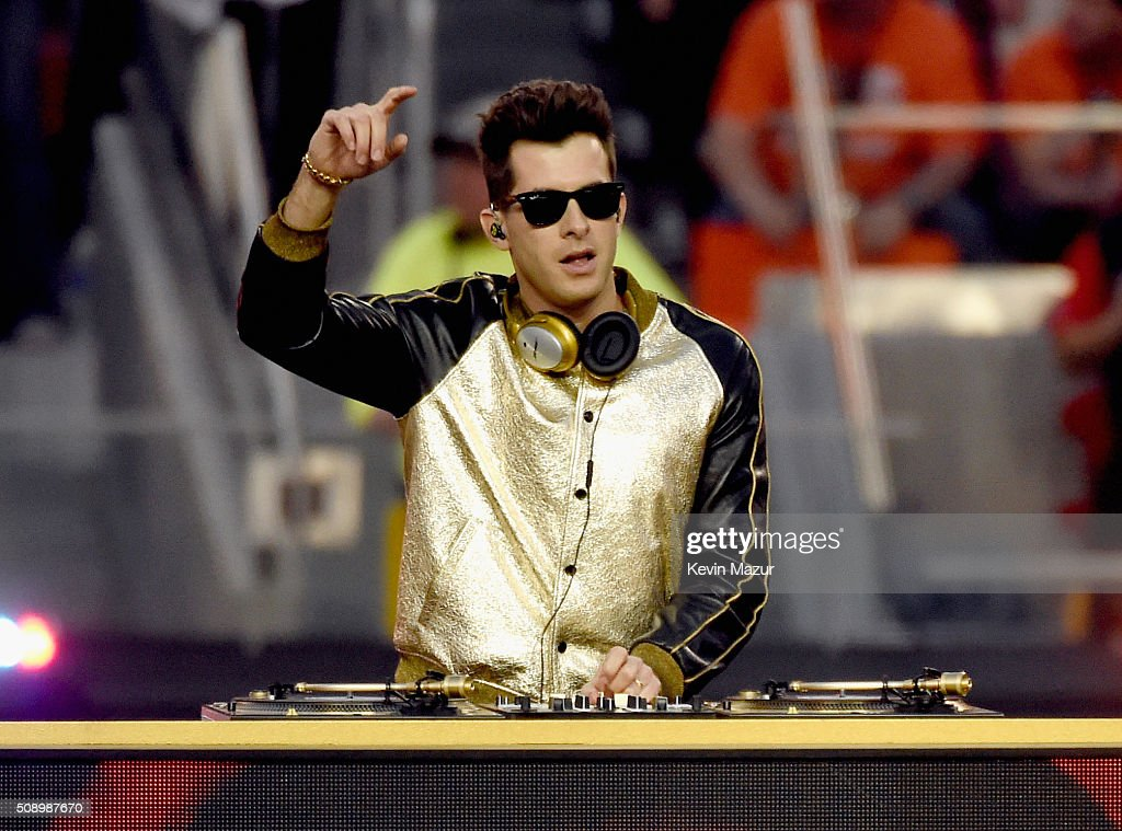 <a gi-track='captionPersonalityLinkClicked' href=/galleries/search?phrase=Mark+Ronson&family=editorial&specificpeople=853261 ng-click='$event.stopPropagation()'>Mark Ronson</a> performs onstage during the Pepsi Super Bowl 50 Halftime Show at Levi's Stadium on February 7, 2016 in Santa Clara, California.