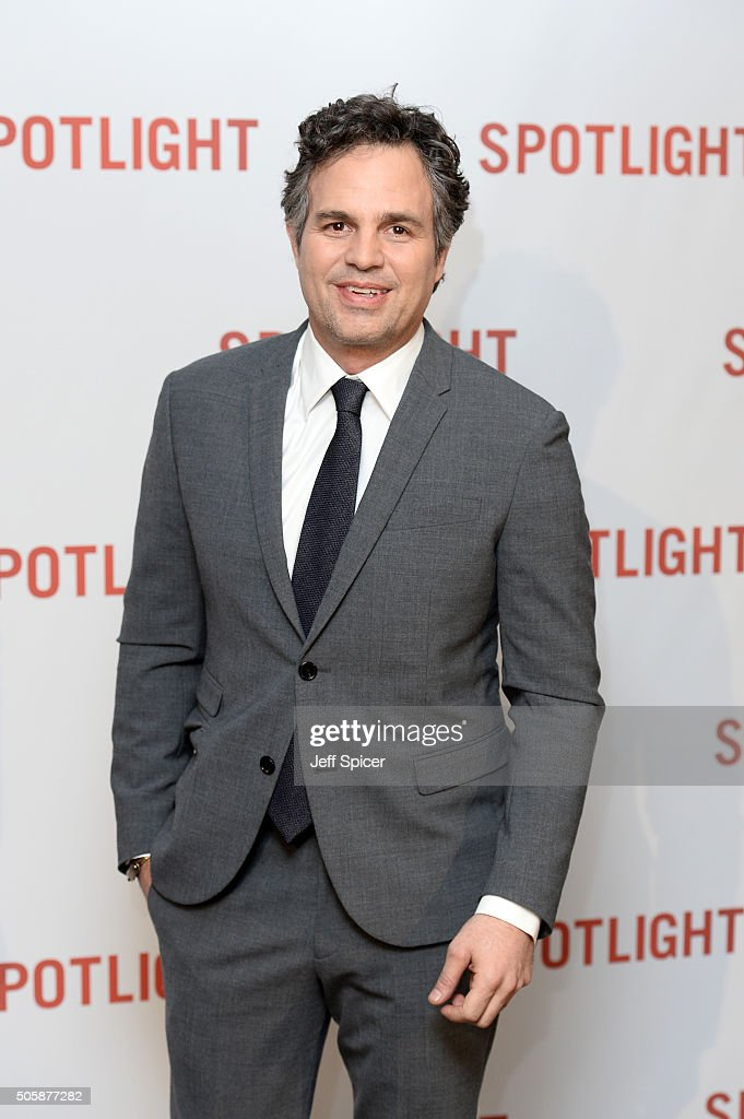 <a gi-track='captionPersonalityLinkClicked' href=/galleries/search?phrase=Mark+Ruffalo&family=editorial&specificpeople=209317 ng-click='$event.stopPropagation()'>Mark Ruffalo</a> arrives for the UK Premiere of Spotlight at The Washington Mayfair on January 20, 2016 in London, England.
