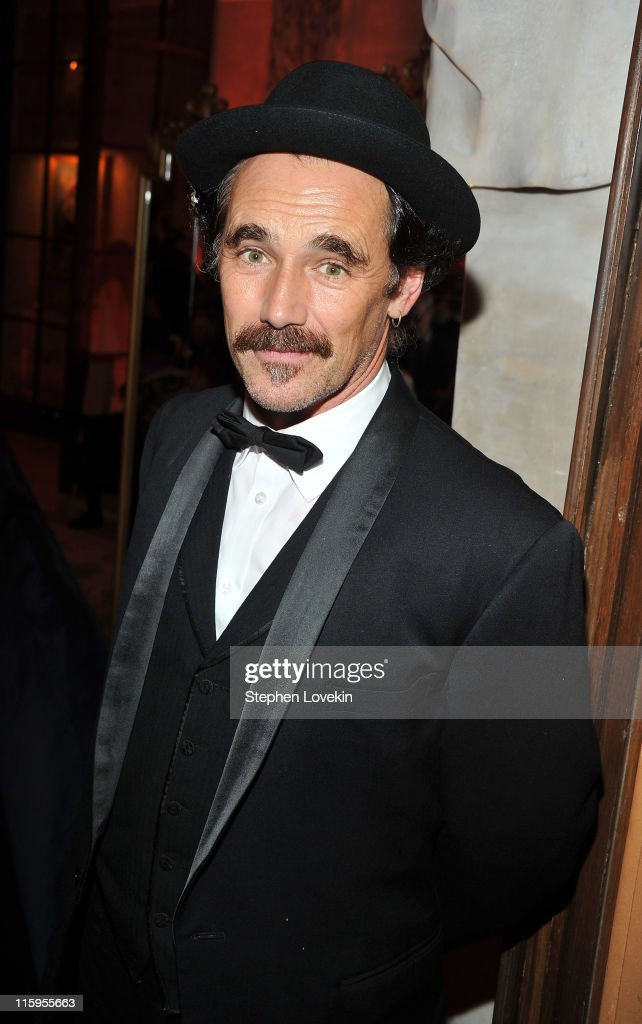 <a gi-track='captionPersonalityLinkClicked' href=/galleries/search?phrase=Mark+Rylance&family=editorial&specificpeople=726870 ng-click='$event.stopPropagation()'>Mark Rylance</a> attends the party following the 65th Annual Tony Awards on June 12, 2011 in New York City.