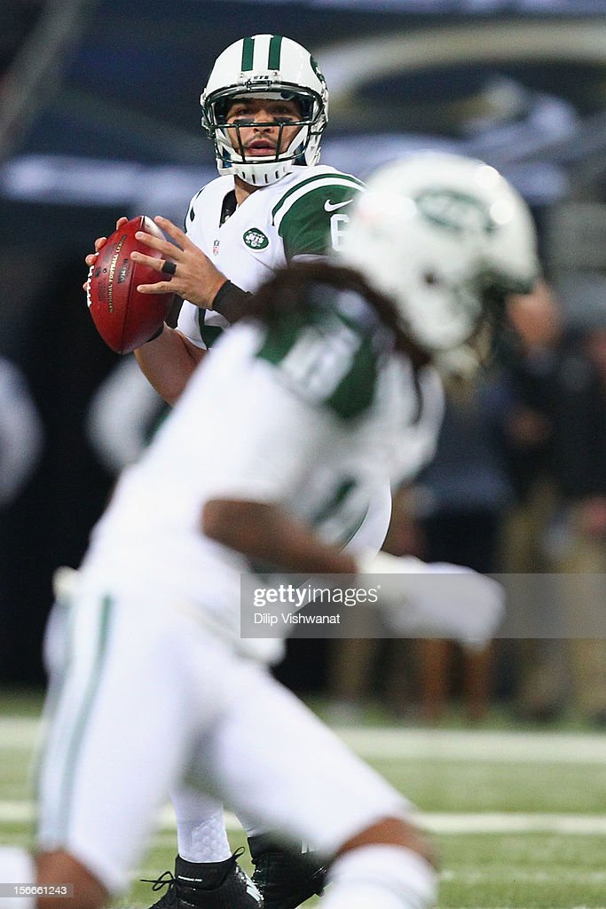 <a gi-track='captionPersonalityLinkClicked' href=/galleries/search?phrase=Mark+Sanchez&family=editorial&specificpeople=690406 ng-click='$event.stopPropagation()'>Mark Sanchez</a> #6 of the New York Jets looks to pass the ball against the St. Louis Rams at the Edward Jones Dome on November 18, 2012 in St. Louis, Missouri.
