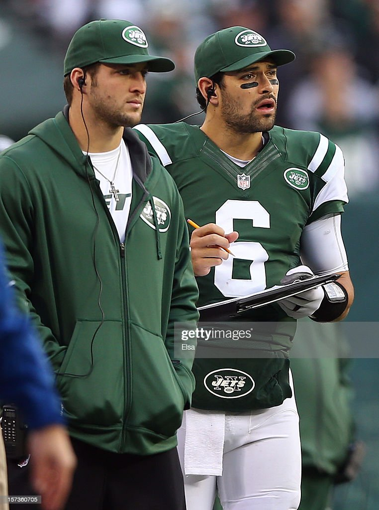 <a gi-track='captionPersonalityLinkClicked' href=/galleries/search?phrase=Mark+Sanchez&family=editorial&specificpeople=690406 ng-click='$event.stopPropagation()'>Mark Sanchez</a> #6 of the New York Jets works the clipboard as teammate <a gi-track='captionPersonalityLinkClicked' href=/galleries/search?phrase=Tim+Tebow&family=editorial&specificpeople=2729658 ng-click='$event.stopPropagation()'>Tim Tebow</a> #15 stands by in the third quarter against the Arizona Cardinals on December 2, 2012 at MetLife Stadium in East Rutherford, New Jersey. The New York Jets defeated the Arizona Cardinals 7-6.