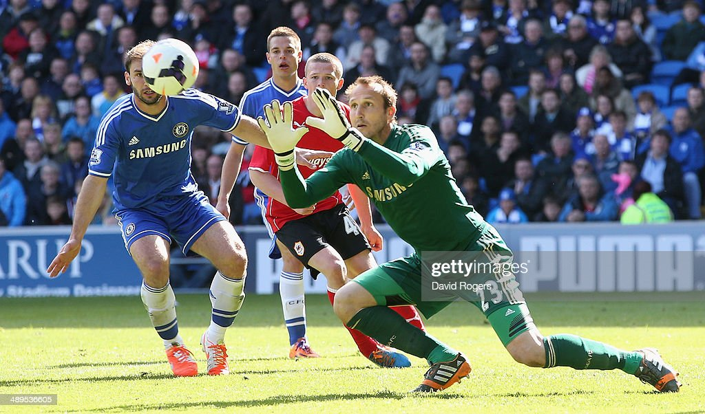<a gi-track='captionPersonalityLinkClicked' href=/galleries/search?phrase=Mark+Schwarzer&family=editorial&specificpeople=208085 ng-click='$event.stopPropagation()'>Mark Schwarzer</a> of Chelsea catches the ball during the Barclays Premier League match between Cardiff City and Chelsea at the Cardiff City Stadium on May 11, 2014 in Cardiff, Wales.