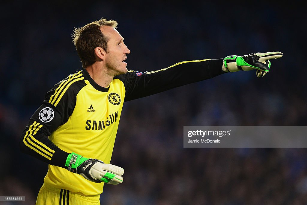 <a gi-track='captionPersonalityLinkClicked' href=/galleries/search?phrase=Mark+Schwarzer&family=editorial&specificpeople=208085 ng-click='$event.stopPropagation()'>Mark Schwarzer</a> of Chelsea gives instructions during the UEFA Champions League semi-final second leg match between Chelsea and Club Atletico de Madrid at Stamford Bridge on April 30, 2014 in London, England.