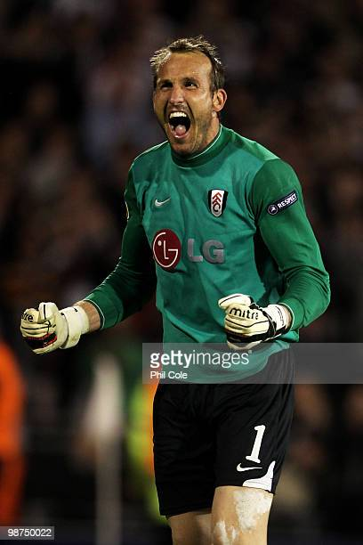 Mark Schwarzer of Fulham celebrates victory after the UEFA Europa League SemiFinal 2nd leg match between Fulham and Hamburger SV at Craven Cottage on...