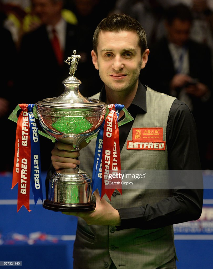 <a gi-track='captionPersonalityLinkClicked' href=/galleries/search?phrase=Mark+Selby&family=editorial&specificpeople=676444 ng-click='$event.stopPropagation()'>Mark Selby</a> lifts the trophy after beating Ding Junhui to win the World Snooker Championship final at the Crucible Theatre on May 02, 2016 in Sheffield, England.