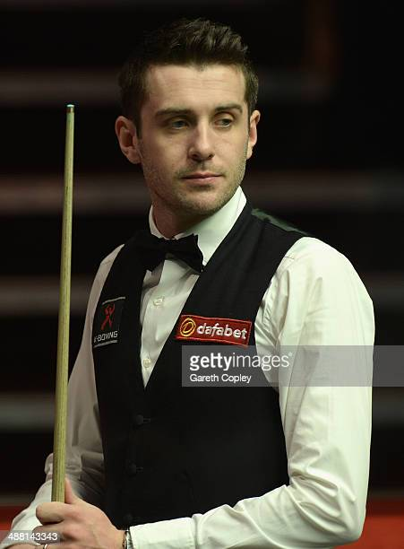 Mark Selby lines up a shot against Ronnie O'Sullivan during The Dafabet World Snooker Championship final at Crucible Theatre on May 4 2014 in...