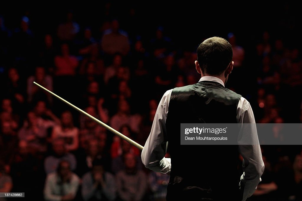 <a gi-track='captionPersonalityLinkClicked' href=/galleries/search?phrase=Mark+Selby&family=editorial&specificpeople=676444 ng-click='$event.stopPropagation()'>Mark Selby</a> of England gets ready to play a shot during his Quater Final match with Shaun Murphy of England during day six of The Masters at Alexandra Palace on January 20, 2012 in London, England.