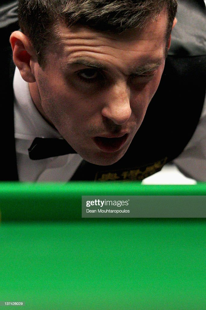 <a gi-track='captionPersonalityLinkClicked' href=/galleries/search?phrase=Mark+Selby&family=editorial&specificpeople=676444 ng-click='$event.stopPropagation()'>Mark Selby</a> of England lines up his next shot during his Quarter Final match with Shaun Murphy of England during day six of The Masters at Alexandra Palace on January 20, 2012 in London, England.