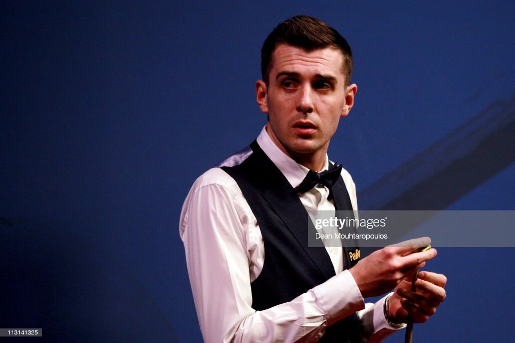 <a gi-track='captionPersonalityLinkClicked' href=/galleries/search?phrase=Mark+Selby&family=editorial&specificpeople=676444 ng-click='$event.stopPropagation()'>Mark Selby</a> of England looks to play a shot in his round two game against Stephen Hendry of Scotland on day nine of the Betfred.com World Snooker Championship at The Crucible Theatre on April 24, 2011 in Sheffield, England.