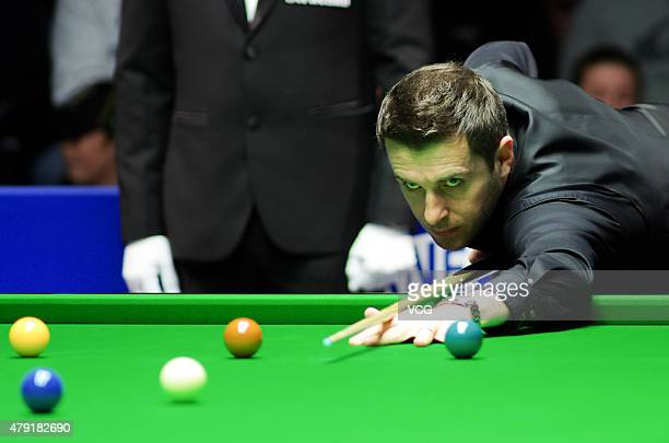 Mark Selby of England plays a shot in the match against Jamie Jones of Wales on day four of 2015 Australian Goldfields Open at Bendigo Stadium on...
