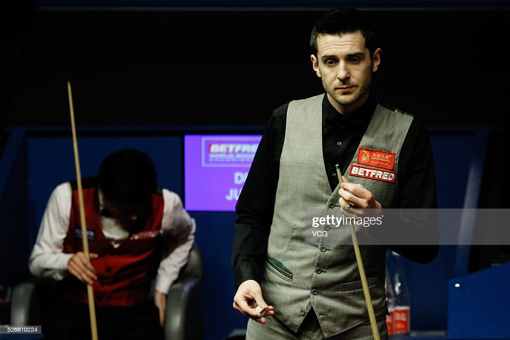<a gi-track='captionPersonalityLinkClicked' href=/galleries/search?phrase=Mark+Selby&family=editorial&specificpeople=676444 ng-click='$event.stopPropagation()'>Mark Selby</a> of England reacts in the World Championship final against Ding Junhui of China on day sixteen of Betfred World Championship 2016 at The Crucible Theatre on May 1, 2016 in Sheffield, England.