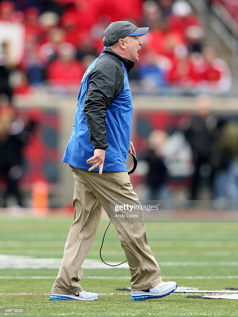<a gi-track='captionPersonalityLinkClicked' href=/galleries/search?phrase=Mark+Stoops&family=editorial&specificpeople=4957711 ng-click='$event.stopPropagation()'>Mark Stoops</a> the head coach of the Kentucky Wildcats gives instructions to his team during the game against the Louisville Cardinals at Papa John's Cardinal Stadium on November 29, 2014 in Louisville, Kentucky.