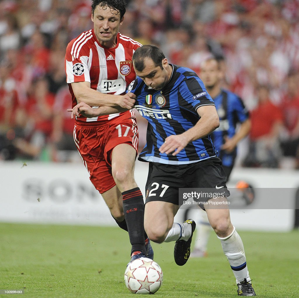 Mark van Bommel of Bayern Munich with <a gi-track='captionPersonalityLinkClicked' href=/galleries/search?phrase=Goran+Pandev&family=editorial&specificpeople=800427 ng-click='$event.stopPropagation()'>Goran Pandev</a> of Inter Milan during the UEFA Champions League Final match between Bayern Munich and Inter Milan at the Estadio Santiago Bernabeu on May 22, 2010 in Madrid, Spain.