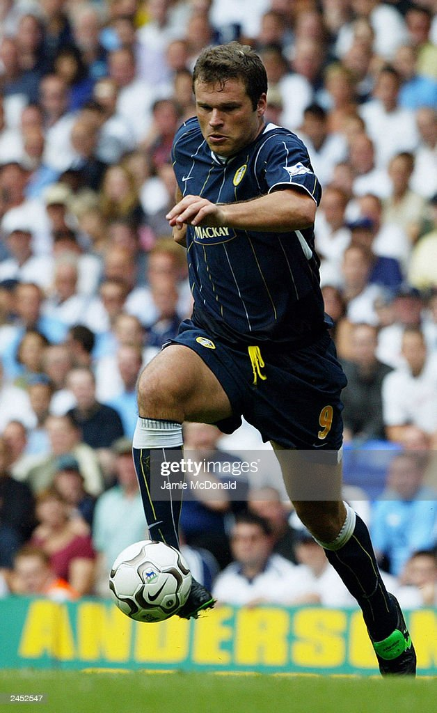 Mark Viduka of Leeds United runs with the ball during the FA Barclaycard Premiership match between Tottenham Hotspur and Leeds United held on August 23, 2003, at White Hart Lane, in London. Tottenham Hotspur won the match 2-1.
