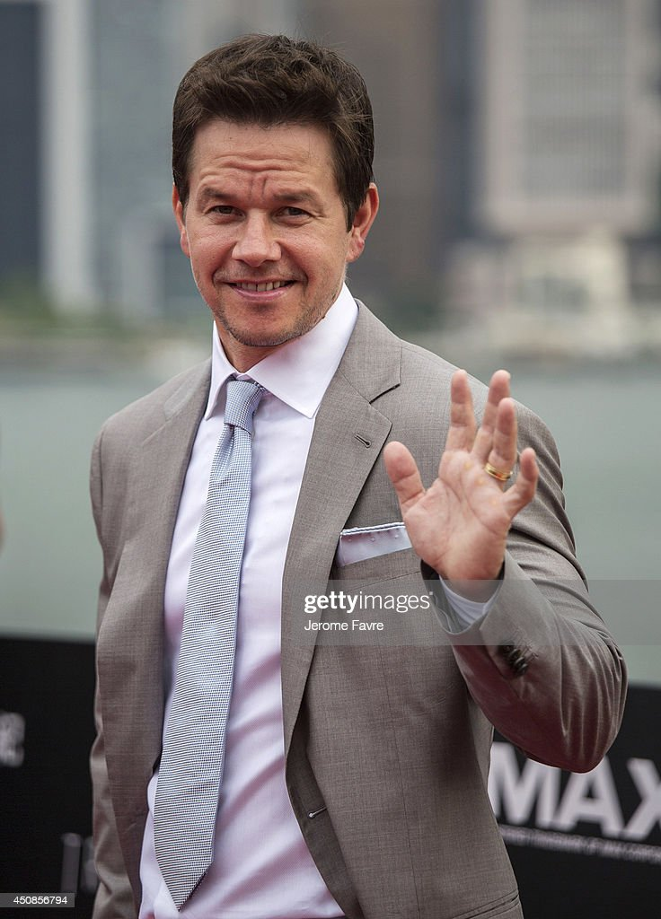 <a gi-track='captionPersonalityLinkClicked' href=/galleries/search?phrase=Mark+Wahlberg&family=editorial&specificpeople=202265 ng-click='$event.stopPropagation()'>Mark Wahlberg</a> arrives at the worldwide premiere screening of 'Transformers: Age of Extinction'at the on June 19, 2014 in Hong Kong.